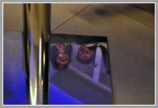 06-04-2012_co_je_videt_pod_stolem